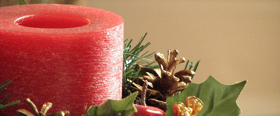 3907-closeup-of-a-red-christmas-candle-pv1